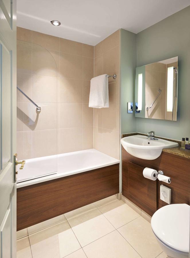 Mottram Hall bathroom