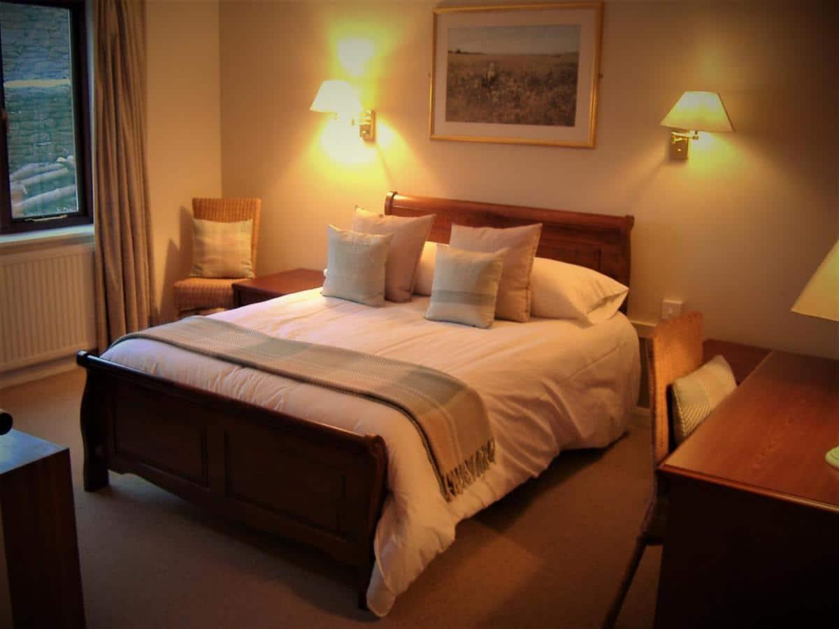 crown inn bedroom 1