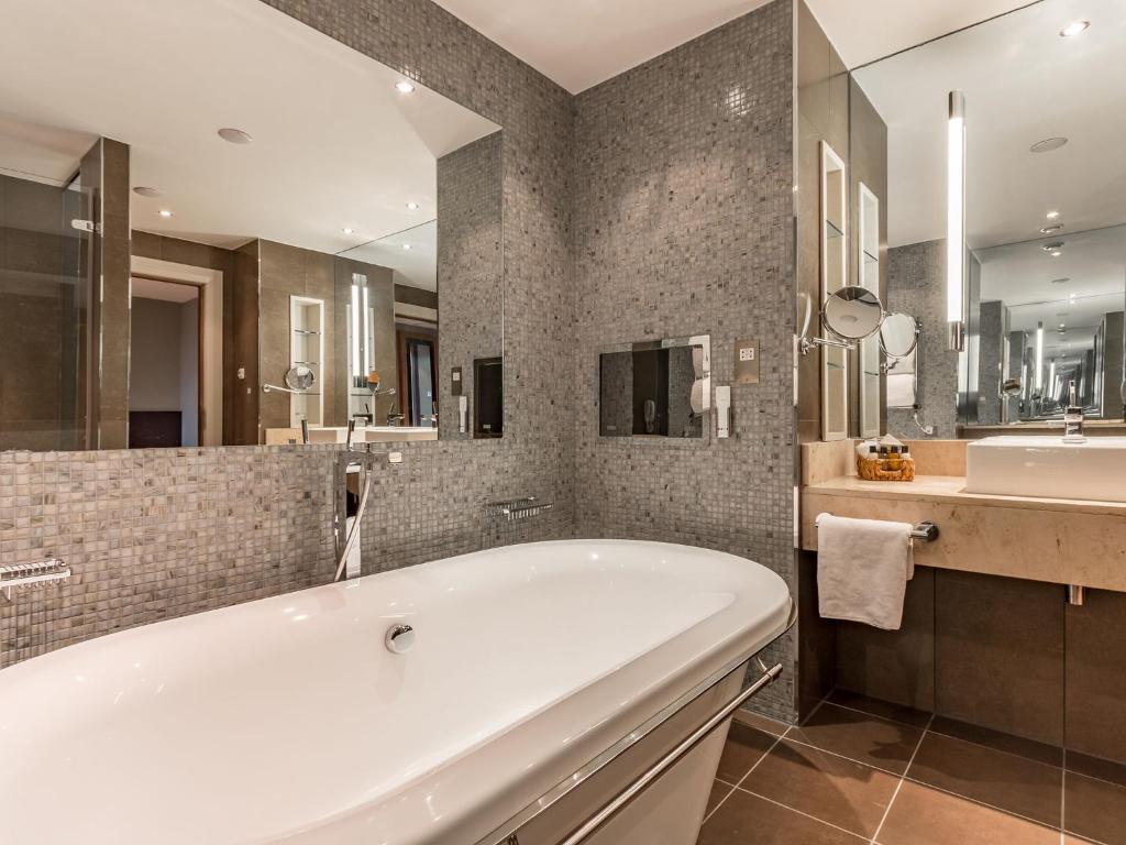 norton house bathroom